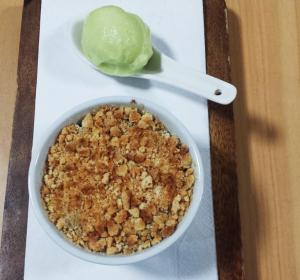 Caramelised Pear & Amaretti Crumble